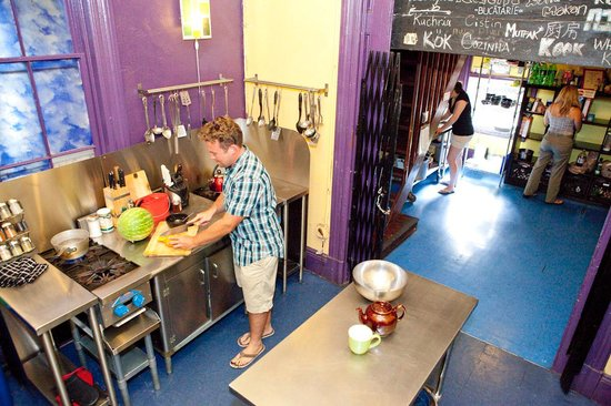 USA Hostels San Diego: We offer a daily free breakfast with all you can make pancakes, oatmeal, bakeries, juice, fruit
