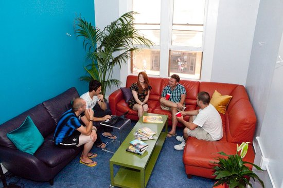 USA Hostels San Diego: Our lounge is a grea place to hang out after a long day of sightseeing.