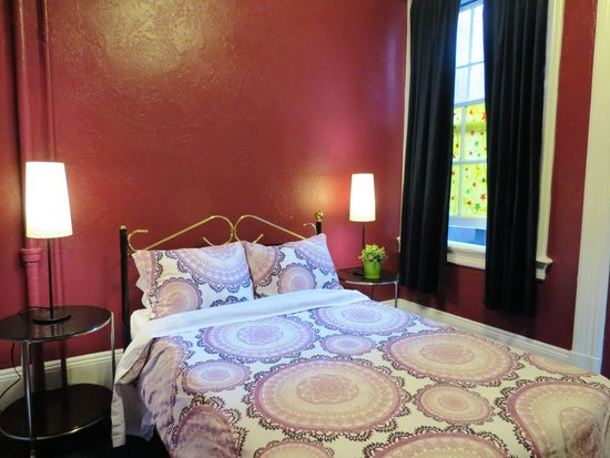 USA Hostels San Diego: There are queen bed, twin bed and bunk bed privates.