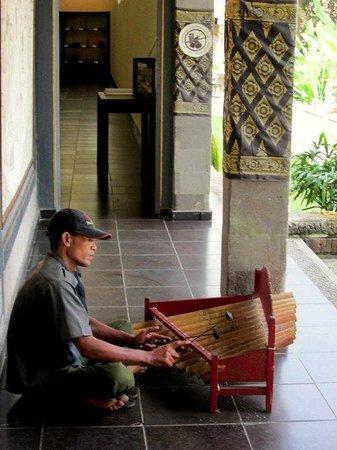 Museum Puri Lukisan: Bamboo gamelan.