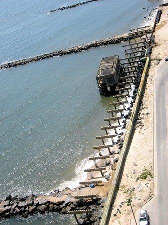 Flagship Resort : damaged boardwalk