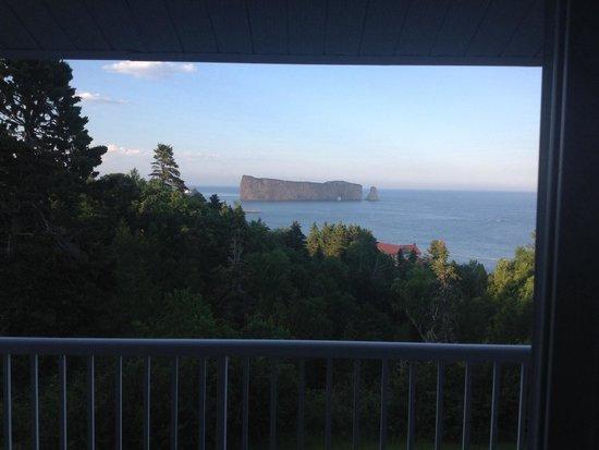 Le Mirage: Photo matinale du rocher percé vu  de la chambre