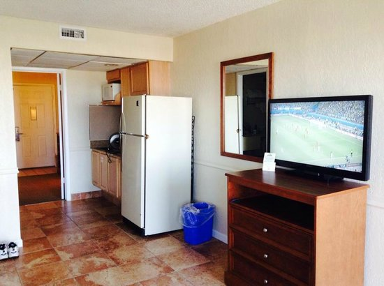 Days Inn & Suites Wildwood: Flat screen and full size frig