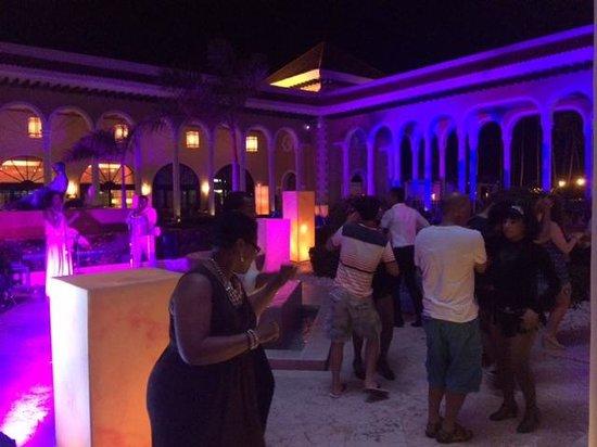 Paradisus Palma Real Golf & Spa Resort: Showzinhos que todo dia acontecem no hotel