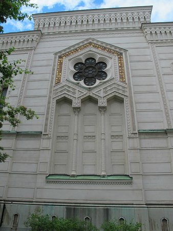 The Great Synagogue of Stockholm: view  of the building from the outside