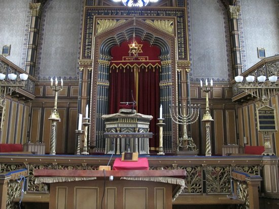 The Great Synagogue of Stockholm: closeup of the bimah