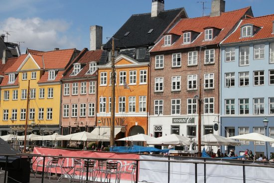 Nyhavn : Many unique roof lines