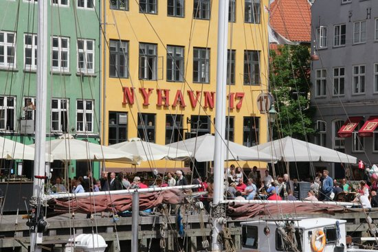 Nyhavn : Great photo spot of the harbor
