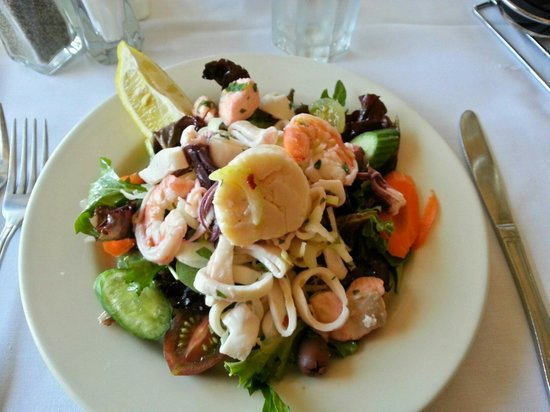 Mezza Luna: Seafood salad was fresh, complex and very tasty.  All the ingredients work in harmony.