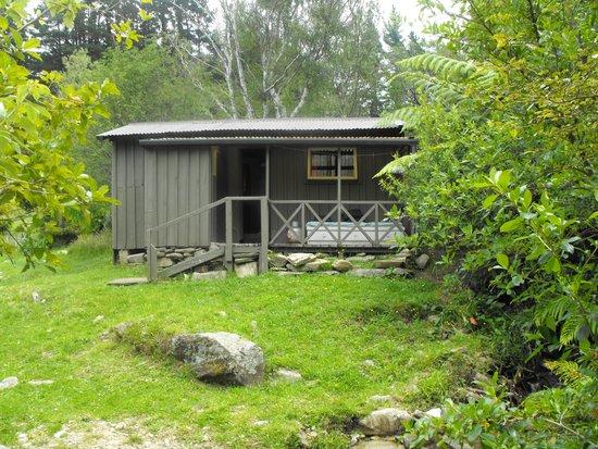 Resolution Bay Cabins : trampers hut