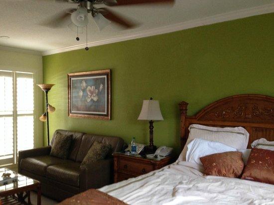 Tropical Beach Resorts: Beautiful cozy room!