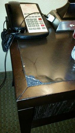 Radisson Suites Hotel Anaheim - Buena Park: more damaged furniture