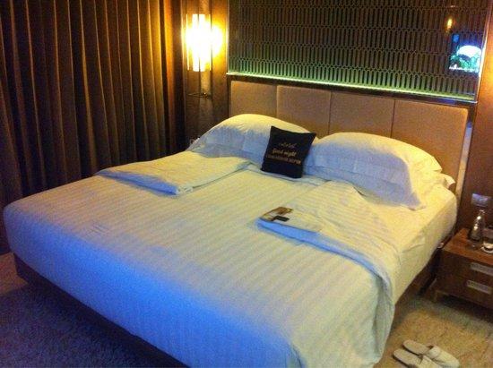 Centara Grand Phratamnak Pattaya: Room