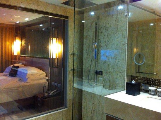 Centara Grand Phratamnak Pattaya: Bathroom