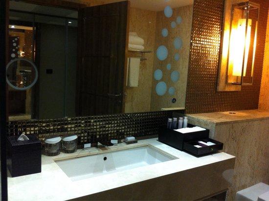 Centara Grand Phratamnak Pattaya: Bathroom sink and amenities.