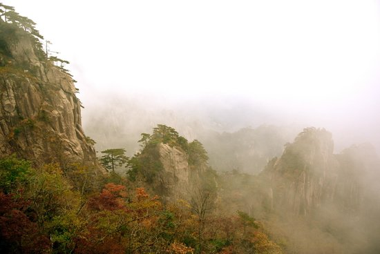 Mt. Huangshan (Yellow Mountain): views from the cable car