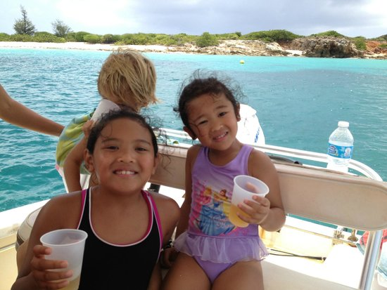 bahía de Simpson, St. Maarten: Kids get into the captain's seat and enjoy some drinks and snacks while the adults go snorkeling