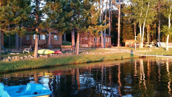 Saint Germain, WI: The cottages are right at the water's edge and cute as can be!