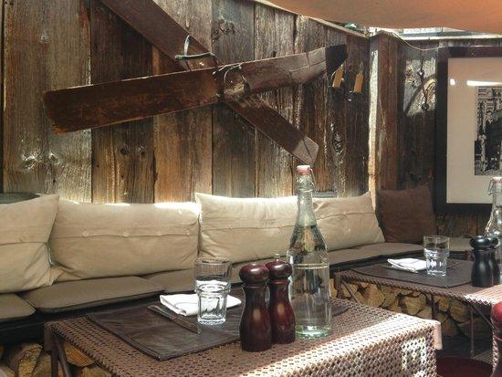 Creperie du Village: Outside Lounge Tables.