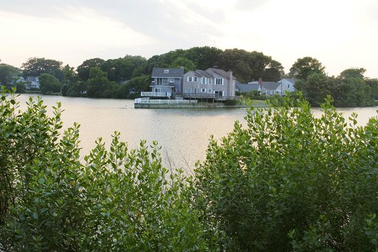 Seashire Inn & Suites: LAKE HOLLY VIEW