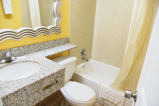 Seashire Inn & Suites: BATHROOM C