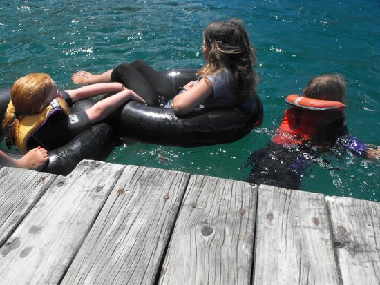 Resolution Bay Cabins : summer fun