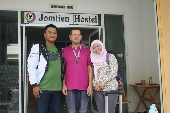 Jomtien Hostel Hotel: with John, the owner