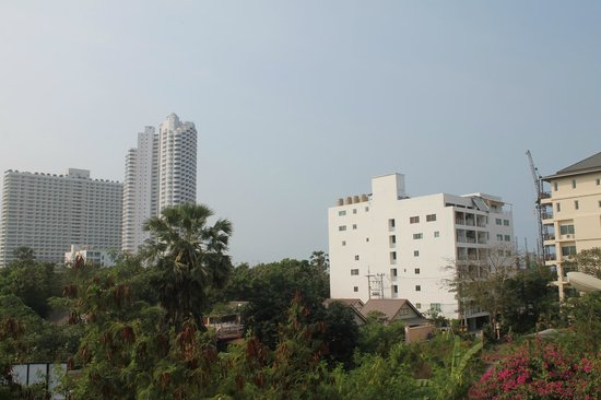 Jomtien Hostel Hotel: the view from the balcony