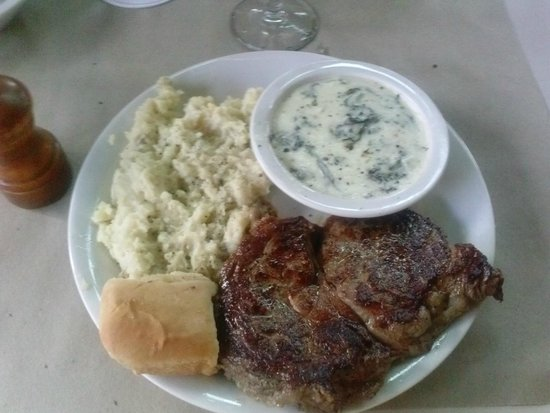 Ted's Montana Grill: Delicious Delmonico beef with mashed potatoes and creamed spinach