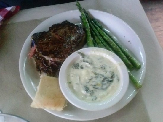 Ted's Montana Grill: Awesome Delmonico bison with asparagus and creamed spinach