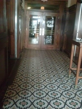 Ted's Montana Grill: Lovely tiled entrance