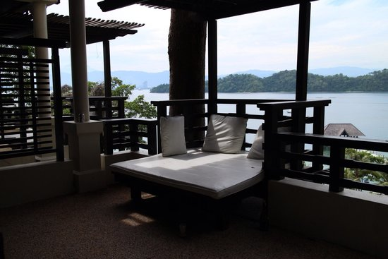 Gaya Island Resort : Sunbed outside of room