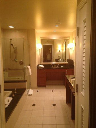 Signature at MGM Grand : Beautiful bathroom