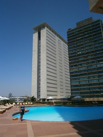 Trident, Nariman Point: The pool is very very deep in the middle.It is about 4m and very very cool,but it cools you down