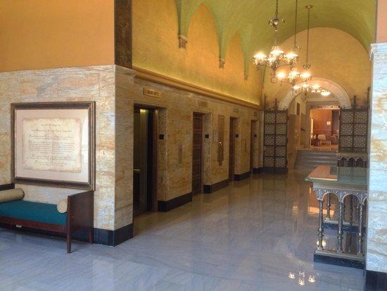Courtyard San Diego Downtown: Elevator lobby