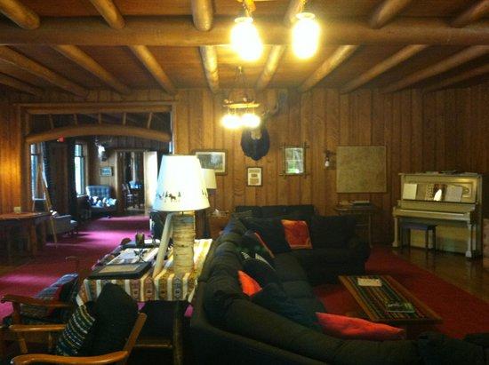 Covewood Lodge : Main lodge living room