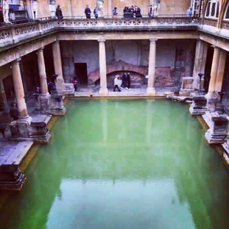 Roman Baths Museum : bath