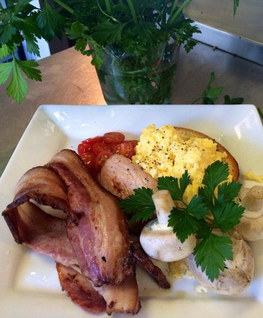 Pasini's Cafe : Fresh Cooked Breakfasts using Bicheno's Local Produce