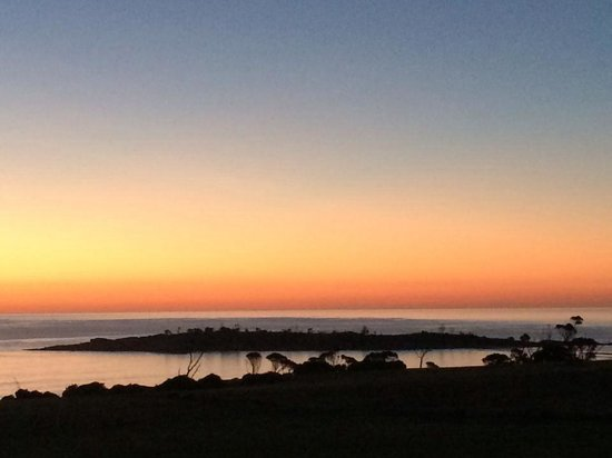 Pasini's Cafe : Another Magic Sunrise in Bicheno Tasmania