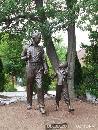 The Andy Griffith Museum : Andy and Opie Satue