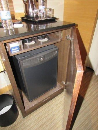 PARKROYAL Kuala Lumpur: Bar-fridge and coffee making accessories