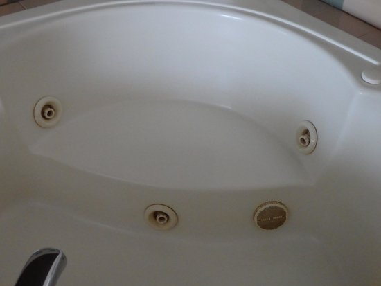 Cooperstown Inn & Suites at the Ballpark: Questionable jacuzzi