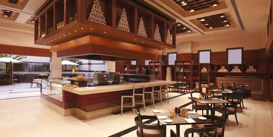 DoubleTree by Hilton Gurgaon-New Delhi NCR: The Food Store - 24 Hour Cafe Deli