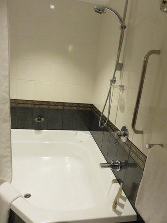 Pullman Sydney Hyde Park : Big bathtub
