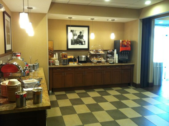 Hampton Inn Magnolia : breakfast