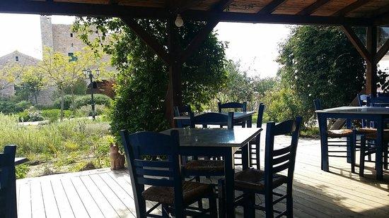 Ktima Karageorgoy : Hotel dinning facing a gorgeous garden