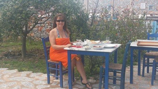 Ktima Karageorgoy: Served lunch by hotel pool in real Greek Atmosphere