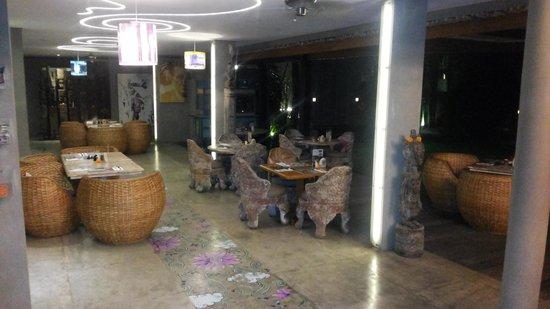 Blue Karma Hotel: Restaurant