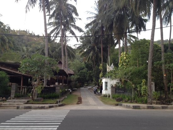 Kebun Villas & Resort : Entrance to the hotel