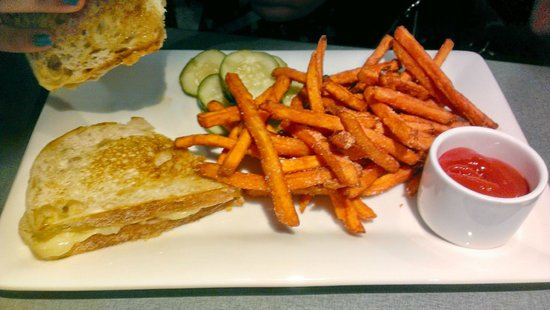 The Hershey Grill at the Hershey Lodge: Grilled Cheese Sandwich/Sweet Potato Fries